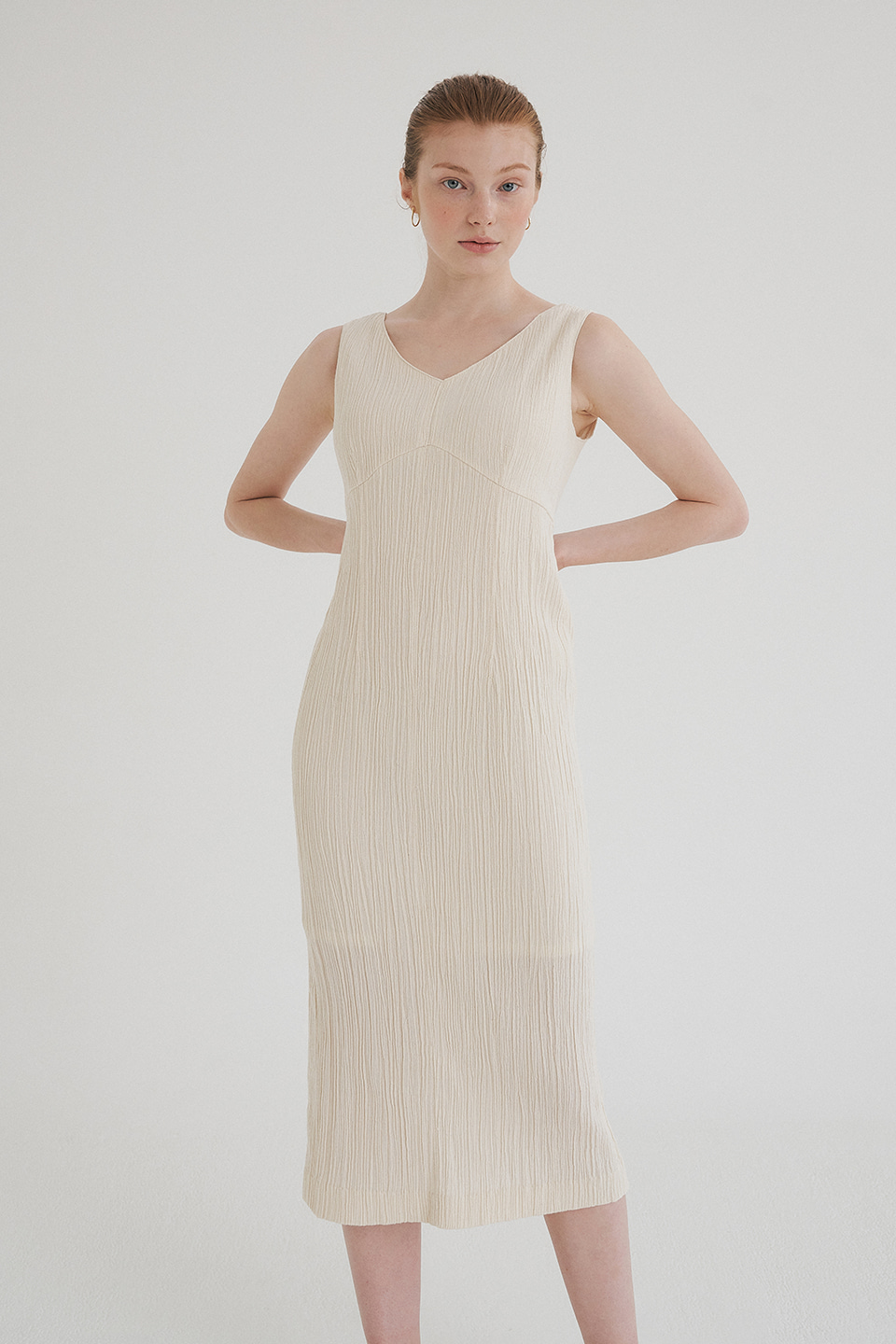 cotton wrinkled v dress (cream)