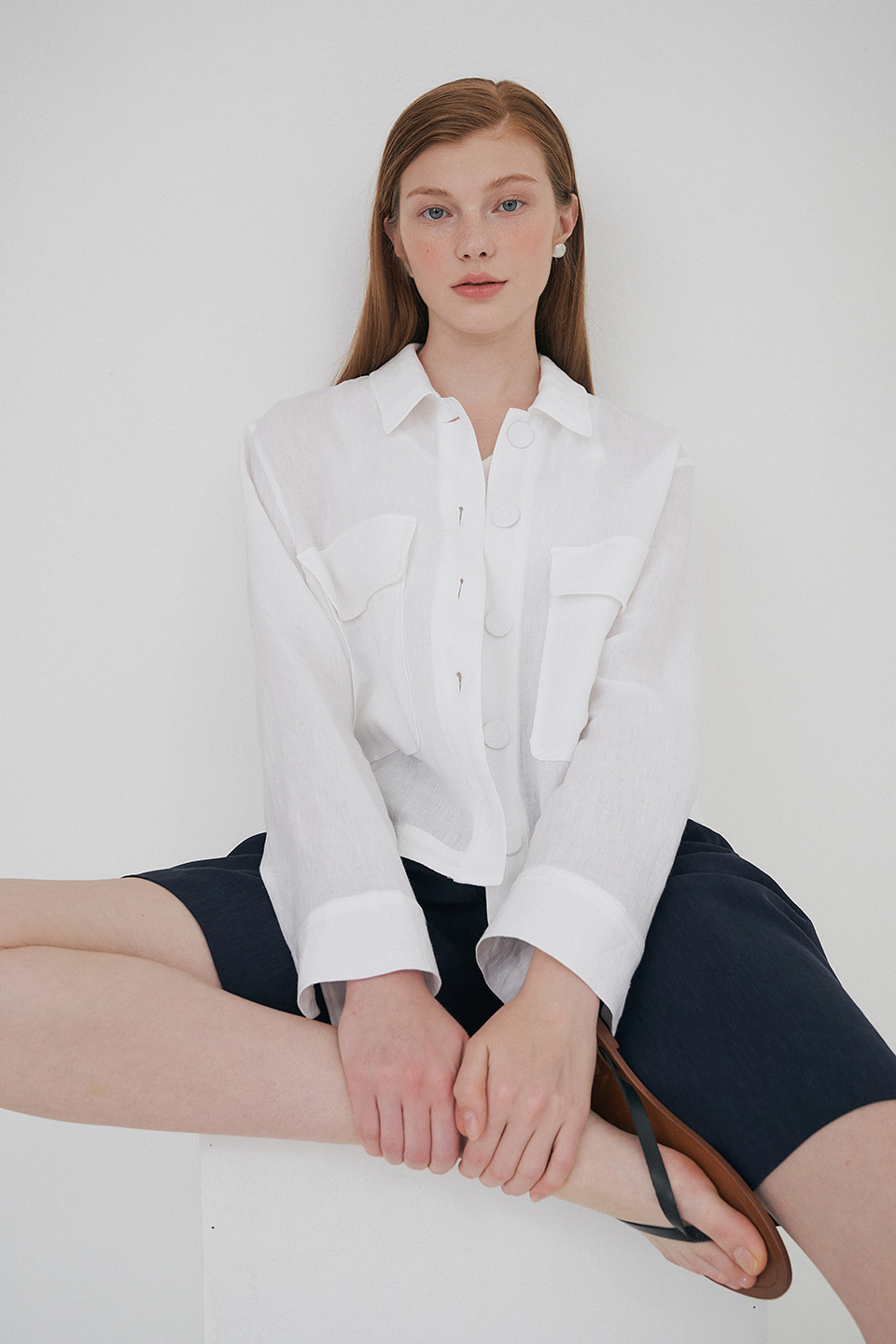 linen cropped shirt jacket (white)