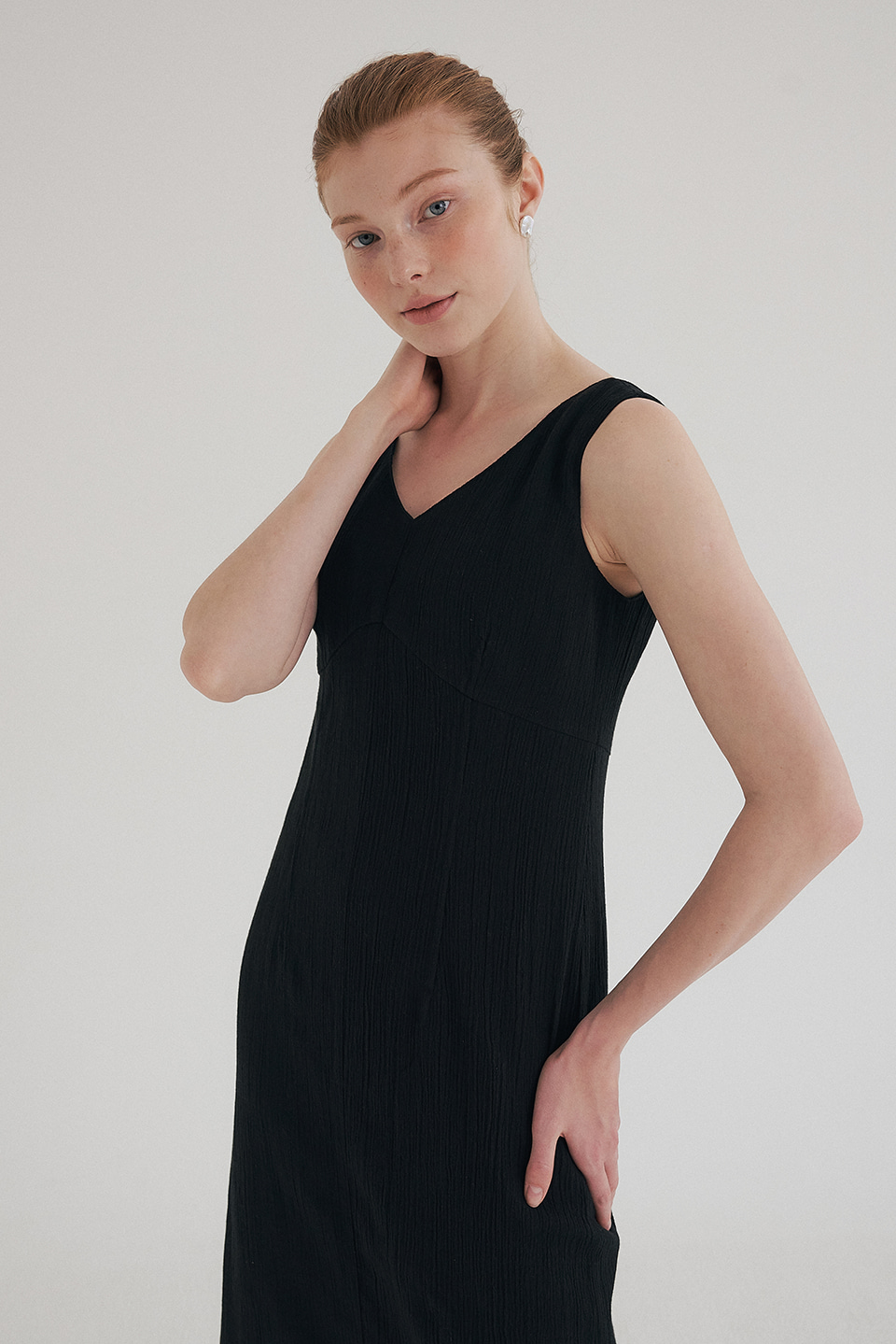 cotton wrinkled v dress (black)
