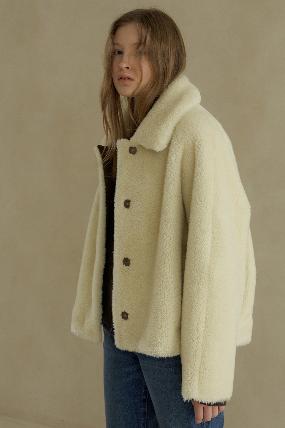 wool cropped reversible shearing coat (cream)
