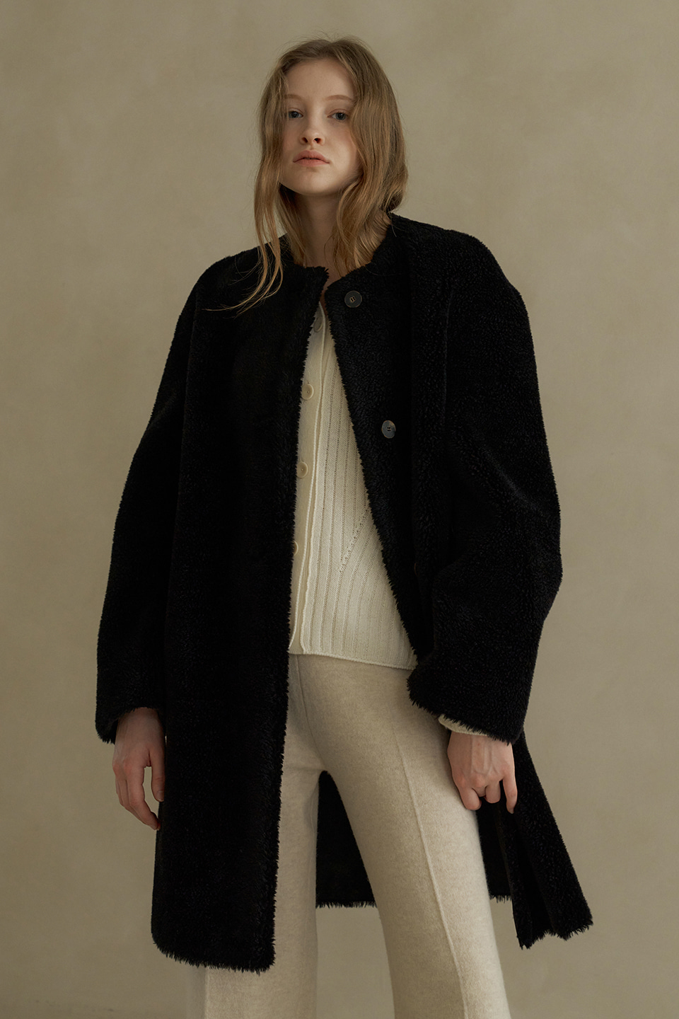 wool round reversible shearing coat (black)